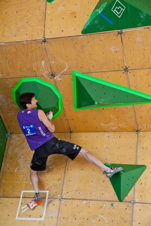 bouldering: Vail, Colorado, Stati Uniti - 3 giugno 2011 - Il Teva Mountain Games - Bouldering World Cup, la qualificazione - Kilian Fischhuber salire l'ultimo problema.