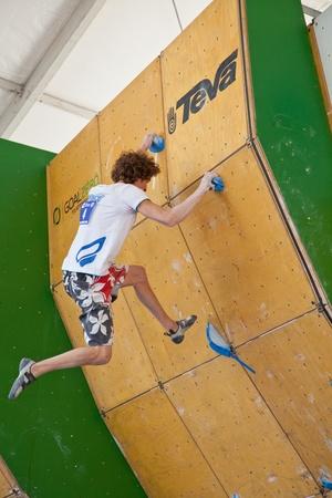 bouldering: Qualificazioni per i giochi di montagna Teva - Coppa del mondo Bouldering, Vail, Colorado, Stati Uniti - 3 giugno 2011-- Guillaume Glairon Mondet nel quarto problema.