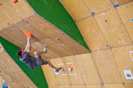 bouldering: Qualificazioni per i giochi di montagna Teva - Coppa del mondo Bouldering, Vail, Colorado, Stati Uniti - 3 giugno 2011-- Klemen Becan nel terzo problema. Editoriali
