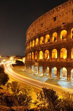 Koloseum w nocy, Rzym, WÅ'ochy Zdjęcie Seryjne
