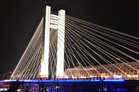bucarest: Basarab pont pendant la nuit, Bucarest, Roumanie