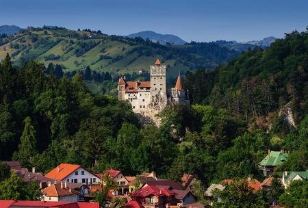 The Bran Castle and Bran city, Transylvania, Romania 新聞圖片