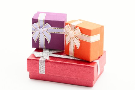 three gift boxes: Tres regalos cuadros aislados en blanco