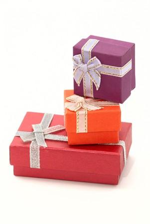 three gift boxes: Tres cuadros de uno sobre otro de regalo  Foto de archivo