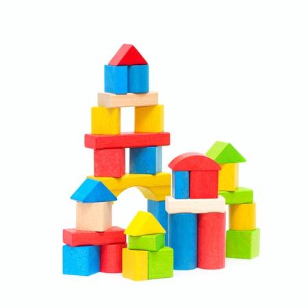 juguetes de madera: Bloques de madera edificio aislados en fondo blanco Foto de archivo