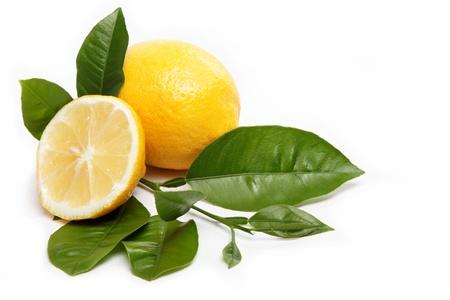 新鮮水果檸檬,被隔絕在一個白色背景