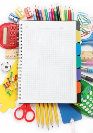 辦公室和學生配件查出在白色背景。回到學校的概念。 版權商用圖片
