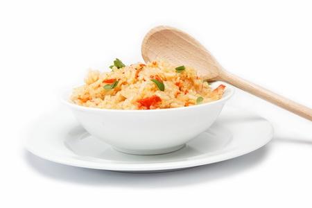 米飯一碗白色背景上。