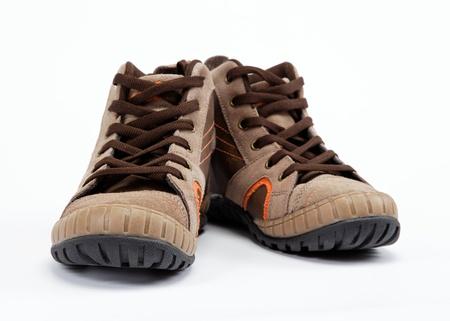 一雙新的登山靴白色背景