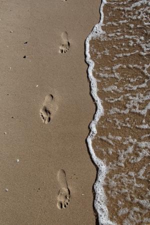 Footprints in the sand by the sea Reklamní fotografie