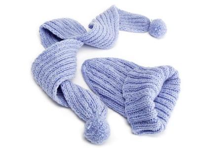 ropa de invierno: Ropa de invierno fría - sombrero o gorra, bufanda.