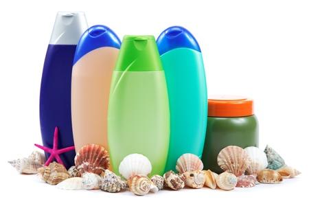 不同顏色的管子和瓶子的衛生,健康和美容在白色背景上。