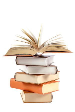 Una pila de libros sobre un fondo blanco. Foto de archivo - 76346364