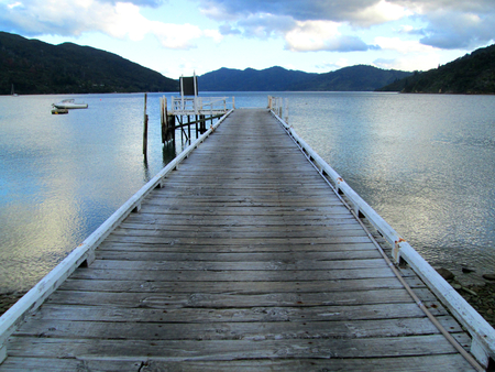 Jetty on a lake at the Queen Charlotte Track, New Zealand Stock Photo