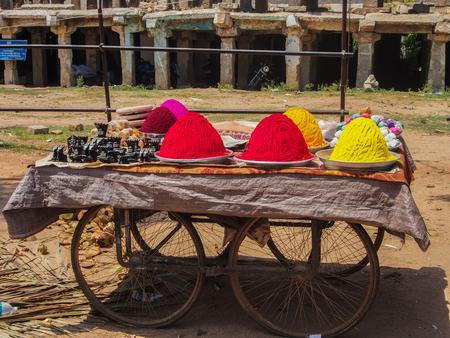 Bindi Powder sold on a Cart in Hampi, India 版權商用圖片