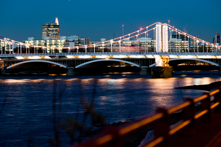 chelsea: Looking down the Thames to Chelsea bridge. Stock Photo
