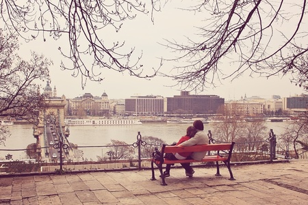 budapest: Cuople admiring the Budapest panorama