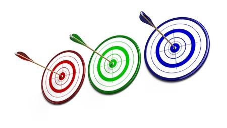 feat: rojo, tres objetivos de verdes y azules sobre un fondo blanco cada destino reveive una flecha del mismo color Foto de archivo