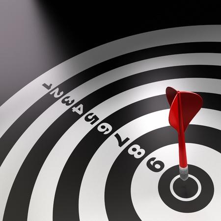 competitividad: un dart rojo golpear el centro de una dartboard blanco y negro con n�meros Foto de archivo