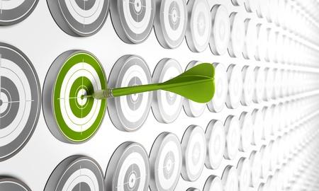 competitividad: destino verde hitted por un dardo verde con muchos otros objetivos gris alrededor