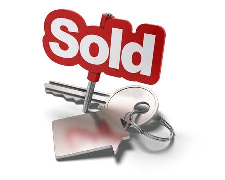 vender: Word sold and key with keyring with shaped house white background - real estate concept Banco de Imagens