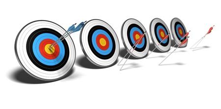 boogschutter: veel doelstellingen over een witte achtergrond met schaduw. De eerste reeks blauwe pijlen raken het midden van het eerste doel, De rode pijlen niet aan hun doelstellingen te bereiken. Stockfoto