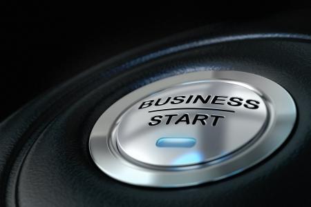 Business Start-Taste gedrückt auf schwarzem Hintergrund, blaues Licht, Symbol für neue Unternehmen