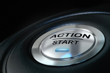 plan de accion: la acci�n empuja el bot�n de inicio sobre fondo negro, azul claro, el concepto de la motivaci�n