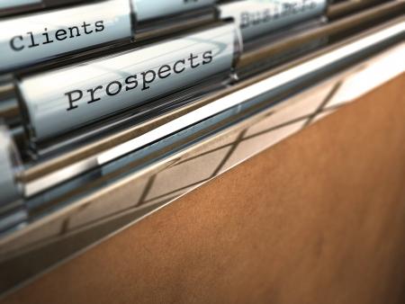 prospector: carpeta con las perspectivas de la palabra y en la parte trasera otra en la que está escrito del cliente, papel de estraza y plástico transparente Foto de archivo