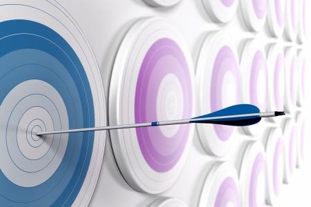 장점: 많은 목표와 최초의 블루 하나의 중심에 도달하는 하나의 화살표, 가로 형식의 전략적 마케팅이나 비즈니스 경쟁 우위의 개념 흐림 효과와 흰색에 페이딩 이미지