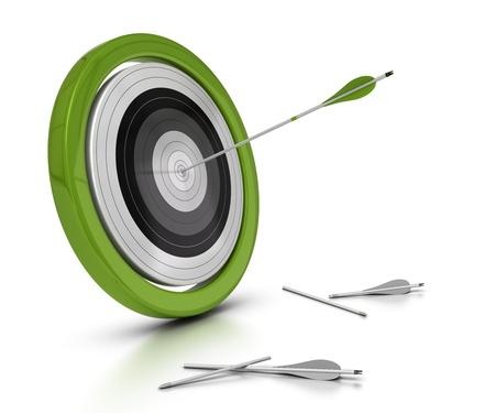 doelen: doel en pijlen concept, een pijl raken het midden van objectieve en twee andere niet ze objectieve, witte achtergrond achived