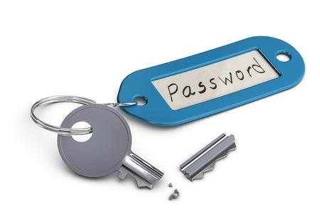contrase�a: llave rota con el llavero de pl�stico con la palabra clave escrita a mano sobre �l, sobre fondo blanco Foto de archivo