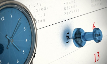 puntualidad: Una chincheta azul que se�ala en el n�mero 5 y un reloj, que es cinco y diez