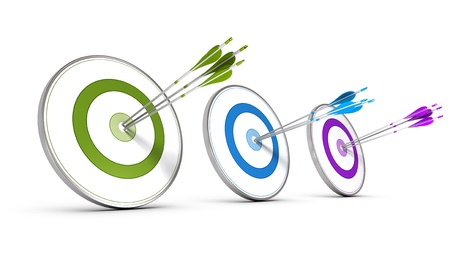 Middelste beeld de, concept drie kleurrijke doelen met pijlen raken voor het bereiken van zakelijke doelstellingen Stockfoto
