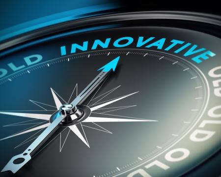 Brújula aguja apuntando hacia el concepto innovador palabra de innovar y soluciones de negocios, fondo negro. Foto de archivo