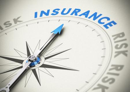 koncept: Kompassnål som pekar på ordet försäkring Concept bild blå och beige toner Stockfoto