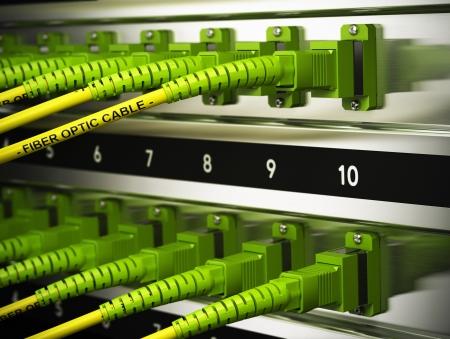 fibra óptica: Cierre de latiguillos de fibra óptica ópticos dentro de un efecto de desenfoque infraestructura de red con el foco en un solo cable