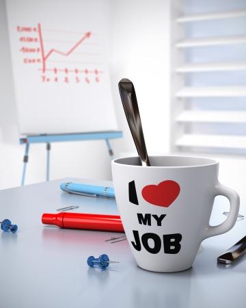 close-up van een mok waar geschreven Ik hou van mijn job en een flip-over met een groeiende grafiek Concept voor Bussiness prestaties en werkplek welzijn