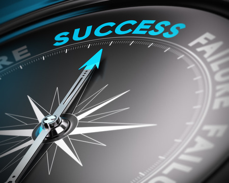 Compás abstracto con aguja apuntando hacia el éxito de la palabra con efecto de desenfoque. Imagen conceptual adecuado para un cartel de motivación o un concepto de negocio.