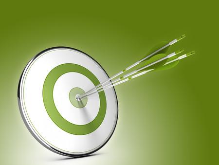 flechas: Tres flechas golpear el centro de un blanco sobre fondo verde. Ilustración de los objetivos de éxito estratégico Foto de archivo