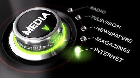 Botón colocado en la palabra Internet, fondo negro y la luz verde del interruptor. Imagen conceptual para la ilustración de la estrategia de comunicación de Marketing Publicidad Campaña y Foto de archivo