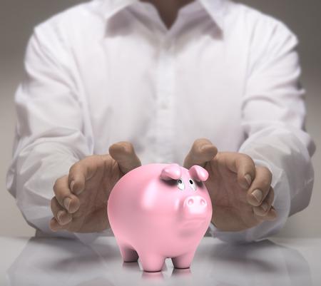 Las manos del hombre protegen alcancía. Ilustración del concepto de finanzas de ahorros o un buen crédito.