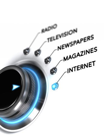 medios de comunicacion: Botón colocado en la palabra Internet, fondo blanco y la luz azul del interruptor. Imagen conceptual para la ilustración de la planificación de medios y comunicación digital. Foto de archivo
