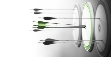 Tres objetivos con enfoque en el que está en el centro y flechas golpear el centro. Concepto de excelencia competitiva y rendimiento.