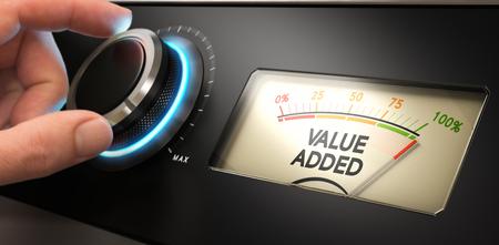 valor: Mano girar un mando hasta el máximo con un dial donde se escribe el valor del texto añadido. concepto de imagen para la ilustración de la ventaja competitiva.