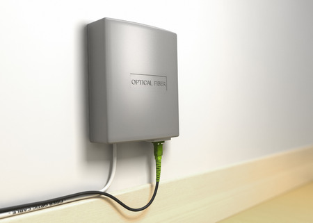 Illustrazione 3D di ufficio inter stretta su una scatola di terminazione in fibra ottica montato su una parete. FTTH, fibra ottica in casa. Archivio Fotografico - 56096507