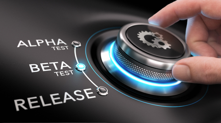 Hand draaien een proces knop. Concept van software of app ontwikkeling. Stockfoto