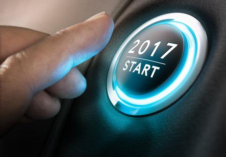Hand ongeveer om druk op de startknop 2017. Concept van het nieuwe jaar, 2017. Composite tussen fotografie en: heeft een 3D-achtergrond. horizontale Afbeelding