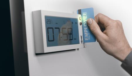 Mitarbeiter klauen persönliche Karte in Swipe-Karten-System, horizontal Bild. Konzept der Pünktlichkeit bei der Arbeit. Verbund zwischen einem Bild und einem 3D-Hintergrund