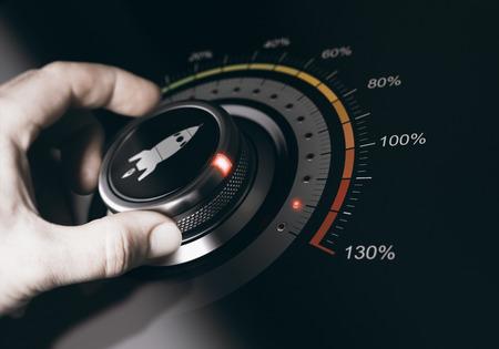Hand om een knop met een raketpictogram te draaien naar de maximale versnelling. Concept van loopbaanversnelling. Samenstelling tussen een afbeelding en een 3D-achtergrond.